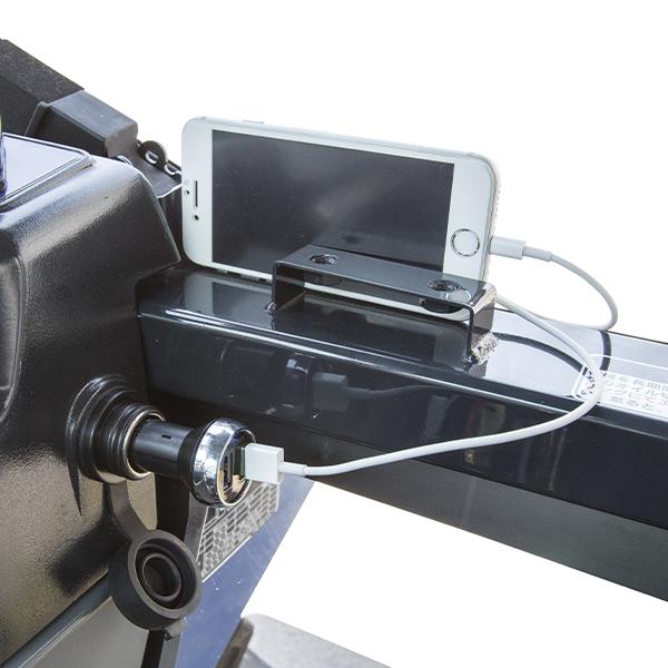 ■ DC12V電源ソケット ※充電器・ケーブル・携帯電話は含まれておりません。