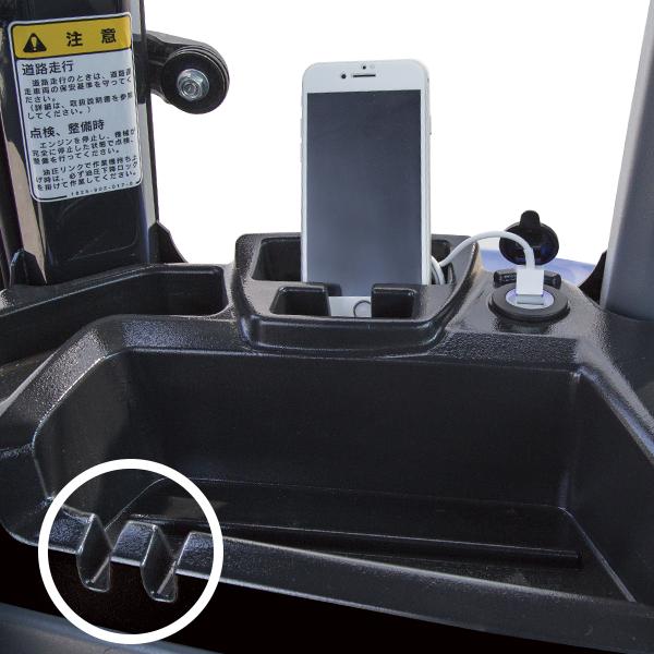 ■ 充電用USBソケット&携帯電話ホルダ&小物入れ ◯小物つり下げフック ※ケーブル・携帯電話は含まれておりません。